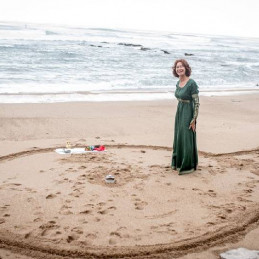 01-circle-on-sand-for-a-spiritual-wedding-ceremony-in-france