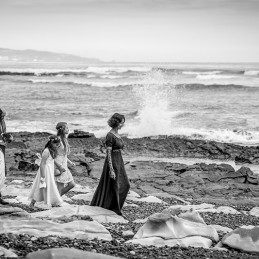 05-wedding-ceremony-in-a-french-beach-biarritz-64