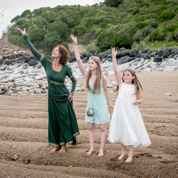 15-celebrant-with-kids-offerings-ocean